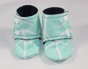 Arrow boots, cloth booties, baby booties, soft soled shoes, baby footwear, cloth moccasins, child shoes, tula fletcher, tula accessories