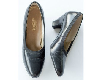 1950s black leather low heel pumps SIZE 8 AA