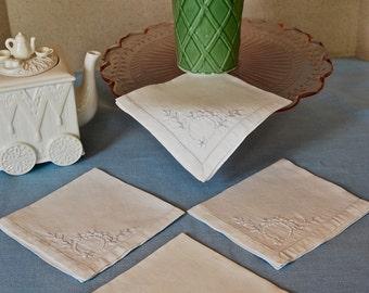 Set of four White Wreath Cotton Napkins
