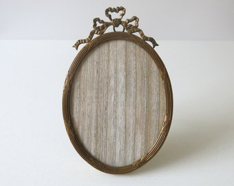 ANTIQUE BRASS FRAME - Neoclassical oval easel picture frame from France from the 1800's