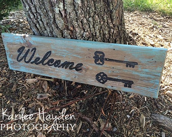 Rustic Welcome Sign on Reclaimed Wood/ House warming Gift / Wedding Gift / Distressed Wood Sign / Skeleton Key sign