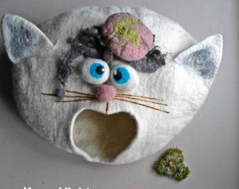Cat bed/ cat cave/ cat house/ Felted cat house -Mr.Cat