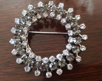 Exquisite Vintage Crystal Rhinestone Multi-Faceted Circular Pin Brooch