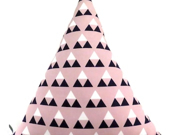 Two-sided Triangle Pillow