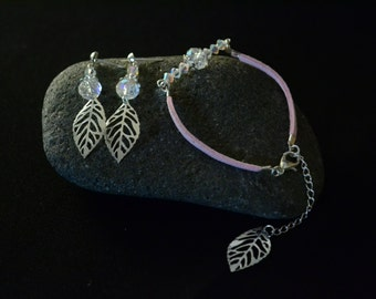 Bracelet of pink suede & iridescent Crystal beads