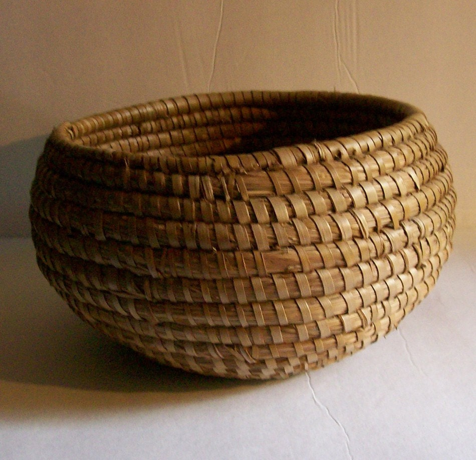 How To Weave A Sweetgrass Basket : Vintage round coiled sweet grass woven basket