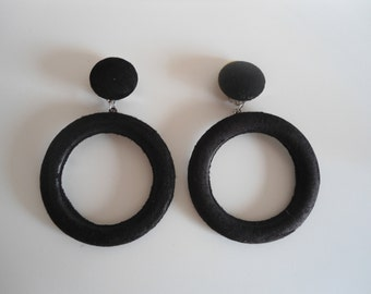 Really funky black clip-on earrings, 80s style, vintage, also available in yellow and white.