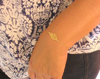 Gold bracelet, gold hamsa bracelet, hamsa bracelet, sideways hamsa, gold hand bracelet, protection jewelry, dainty bracelet, charm bracelet