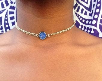 Blue choker Necklace, Lapis Lazuli Gold Crystal Chip Pendant, Blue Necklace, Gemstone Pendant, Lapis  Necklace, Dainty choker gold