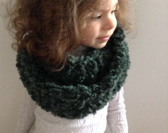 Green fur wool hand knitted snood for girls, handmade wool cowl for children, kids scarf handnitted from fur wool, infinity scarf for kids