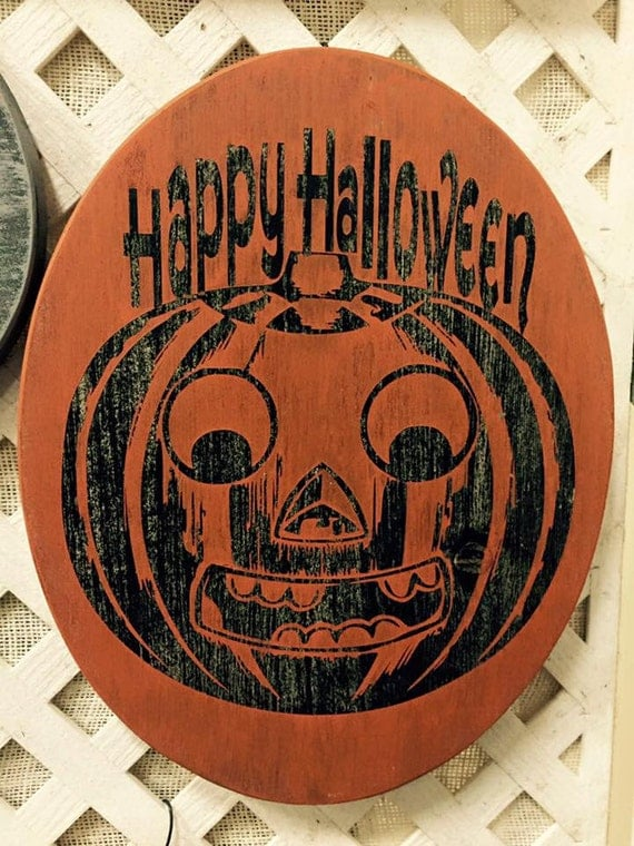 Oval 14 x 11 Wooden Vintage Happy Halloween Sign