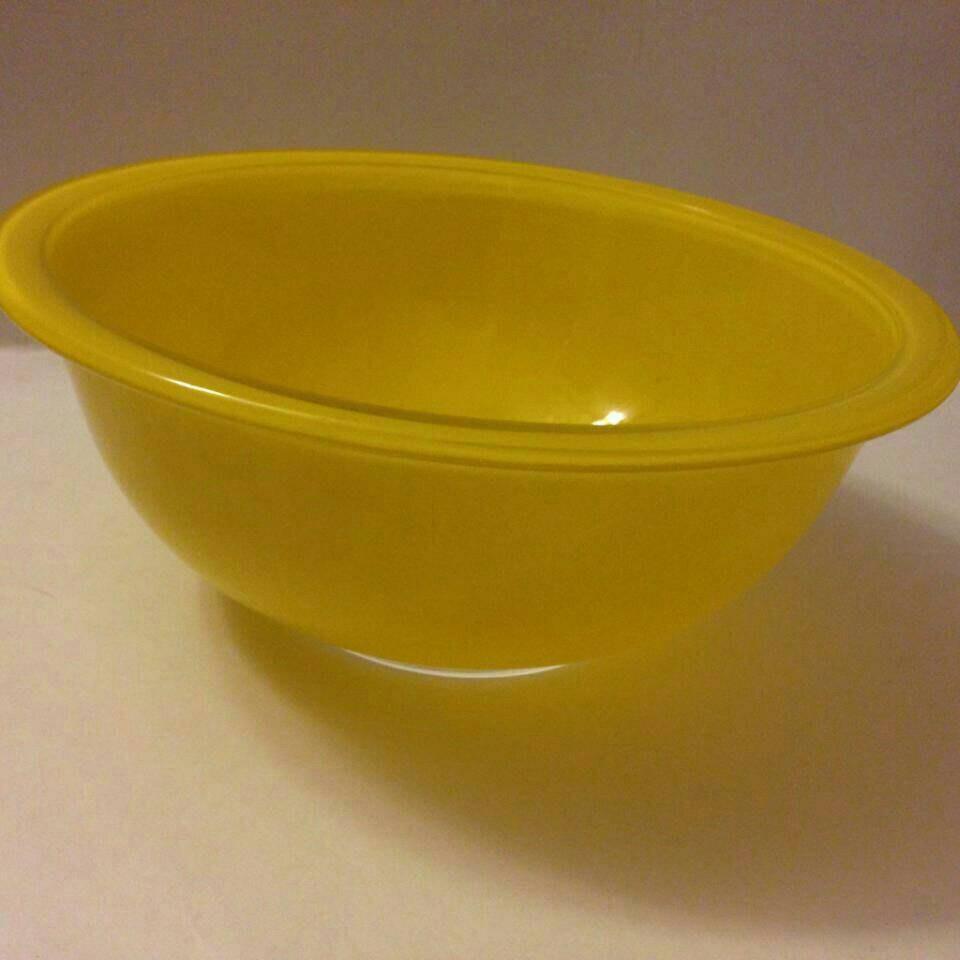 Vintage Pyrex Yellow 1.5 L Clear Glass Bottom Mixing Bowl 323