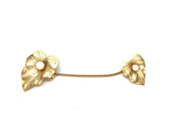 Vintage Gold Leaf Brooch with Solitaire Pearl Detail