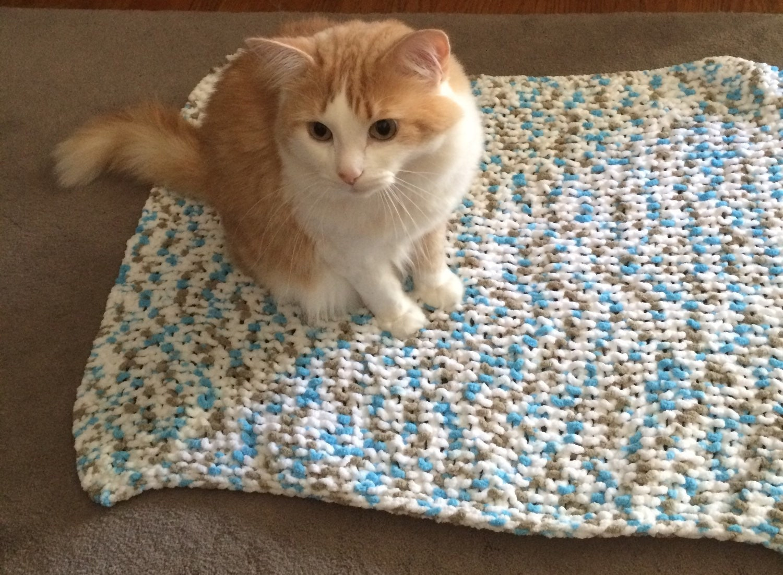 Knitting Pattern Cat Blanket : Pet blanket cat blanket dog blanket knit by LittleBlackSheepCan