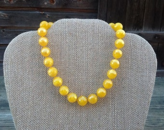"Vintage Yellow Choker Necklace, 11 1/2"" with 4"" extender"