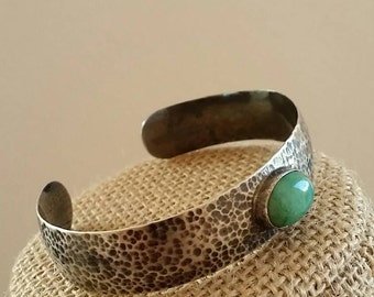Emerald, bracelet, in, Sterling silver, with, hammered texture.