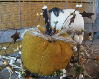 Primitive Pumkin with pip ring
