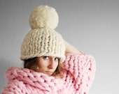 Super chunky hat with pom pon. 23 microns merino wool