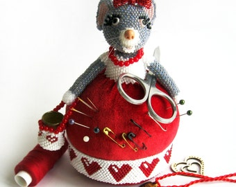 """Pattern / Tutorial Beaded Ornament - Master class for creating """"Needle bed Mouse seamstress"""""""