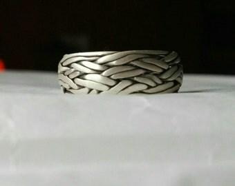 Silver Ring. Celtic knot. Celtic weave.