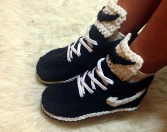 Knitted slippers are made to order, knitted slippers, Choose your color, knitted shoes, slippers, house slippers, knitted slippers handmade.