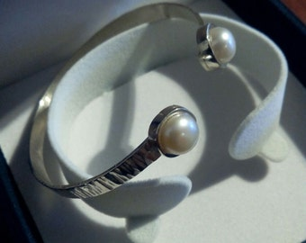 Bracelet Bangle in sterling silver with cultured pearls