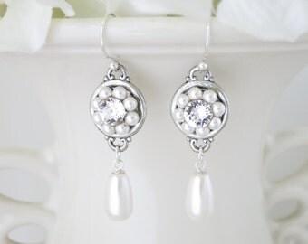 Pearl drop bridal earring, Swarovski pearl and rhinestone wedding earring, Bridesmaid earring