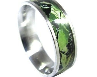 Stainless Steel Green Camo Ring Unisex Hunting Camouflage Wedding Band Ring 8 mm Hypoallergenic Ring allergy free