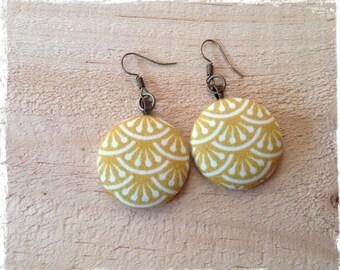 Earrings in yellow cotton sateen