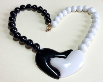 Totally tubular vintage black and white graphic heart necklace, 1980s necklace, black and white necklace, plastic necklace, Eighties