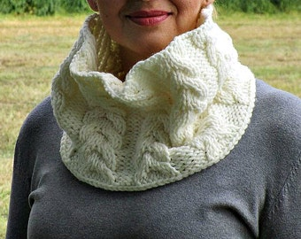 Knit white scarf Crochet a scarf Knit white cowl Big knit cowl Cable knit loop Trendy knit cowl Knitted cable scarf Chunky knit snood
