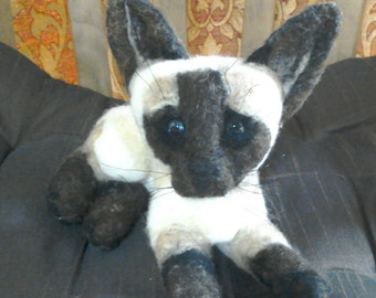 Needlefelted Siamese cat / kitten