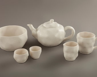 Dotted tableware set