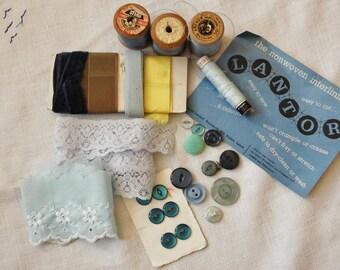 Vintage sewing kit - Blue