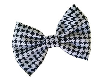 Black and white houndstooth fabric hair bow attached to alligator clip. Kate's Bows