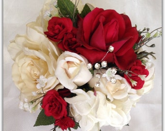 Red bridal bouquet and boutonniere set. Wedding bouquet. Luxury bouquet.