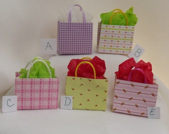 Miniature Dollhouse Paper Shopping Bag. Miniature Dollhouse Accessories. Miniature Bags. Barbie Accessories. Dollhouse Bedroom Accessories