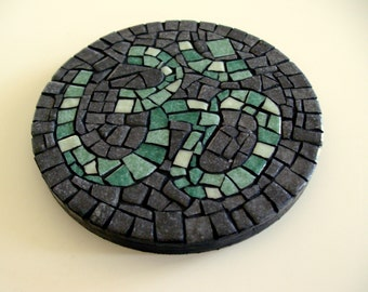 "AUM CIRCLE mosaic creation ॐ""- object of decoration in mosaic - Diam. 10 cm"