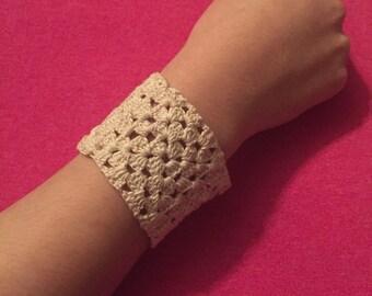 White Clip-on Knitted Bracelet
