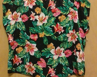 CLEARANCE was 35 now 20. 80s NWT Authentic Vintage Hawaiian Style Flower Pattern Top by Keri Ann