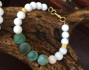 Frosted Green agate and white bracelet