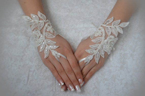 ivory wedding glove Bridal Glove ivory lace cuffs, lace ivory gloves, Fingerless Gloves, bridal gloves  Free Ship ivory gloves, gloves
