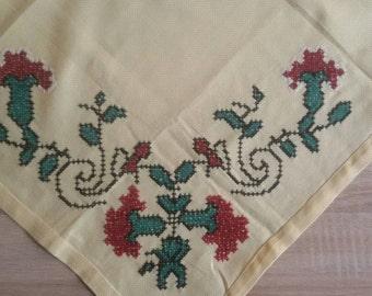 Vintage tablecloth, Retro needlework, table runner