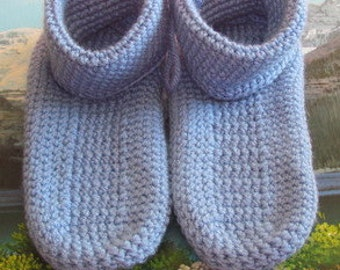 0469 Hand crochet slipper age of 4 to 7 shoe size 3