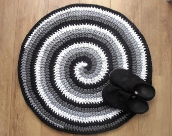 Crochet rug pattern, Black, White and Gray Spiral Crocheted Rug, Round T-shirt yarn rug, swirl pattern crochet rug, PDF US terms