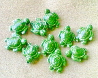 Green turtle beads; adorable, enameled ceramic, green Sea Turtle beads, 19x15x8mm, 4pcs/3.60.