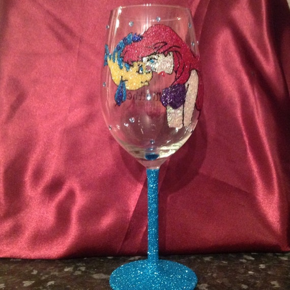 Large red wine glass little mermaid inspired in glitter for Large red wine glass
