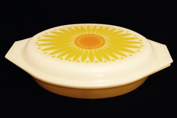 """FREE SHIPPING-Vintage-Pyrex-Yellow Sunflower/Daisy-Divided-Vegetable Casserloe-Made In USA-13"""" Length-1.5 Q-Covered-Dish"""