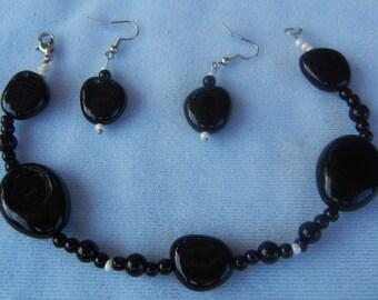 Black and White Bracelet Set