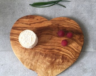 Heart Shaped Cutting Board, Rustic Heart, Wooden Heart, Rustic Kitchen, Heart tray, Gift for him, Gift for her, Rustic board, Nature